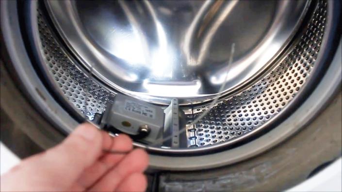 извлечение постороннего предмета из стиральной машины